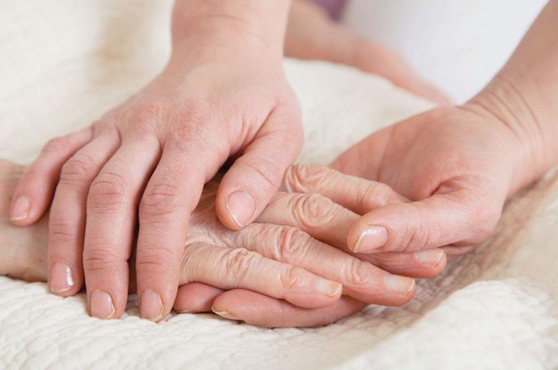 Cure-ad-anziani-e-disabili-lo-stress-del-caregiver