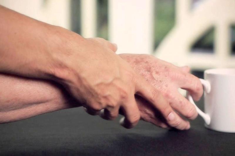 Consigli-per-chi-assiste-un-malato-di-Parkinson