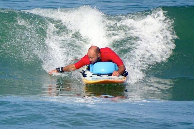 Massimiliano-Mattei-surfista-disabile-Il-mare-non-ha-occhi-non-fa-distinzioni